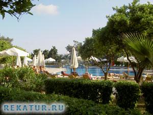 Территория отеля Alara Hotel