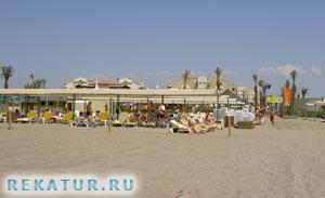 Песчаный пляж отеля