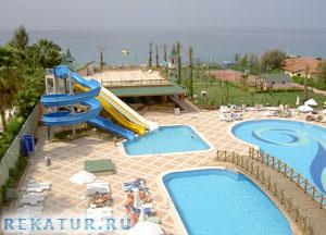 Водные горки отеля Holiday Garden Resort