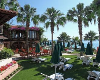 Территория отеля Сиа Гул - Sea Gull Hotel