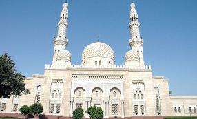 Дворец шейха Саеда в Дубаях с мечетью.