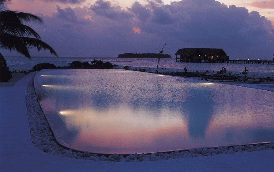Мальдивы вечером