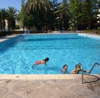 Общий бассейн в жилом комплексе