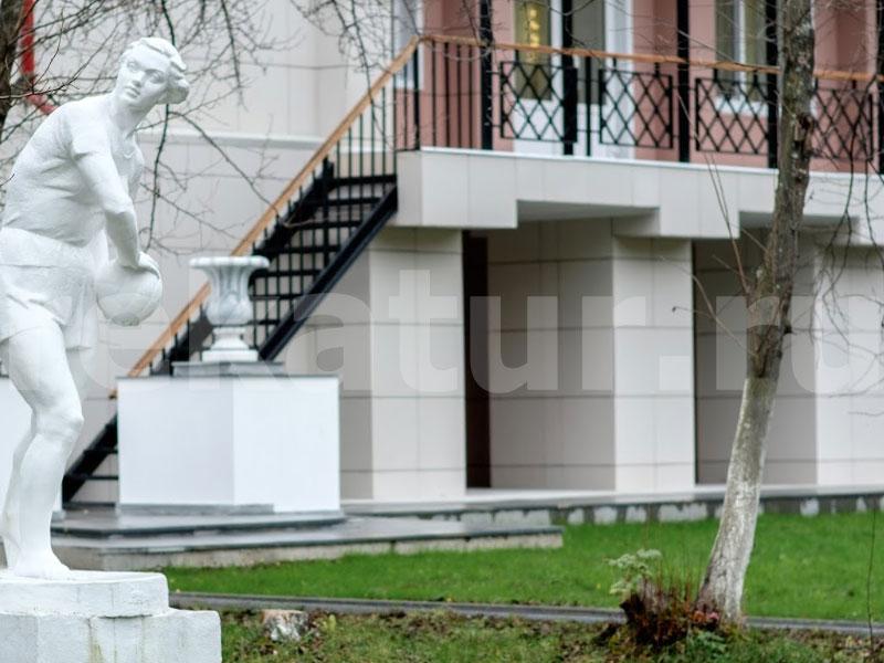Номера санатория и прилегающая территория - полностью отреставрированы