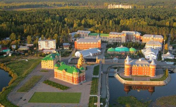 Территория и корпуса санатория Обуховский