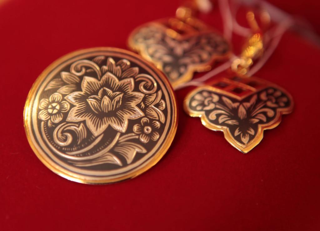 Современный интернет-магазин ювелирных изделий из серебра предлагает украшения ручной работы:.